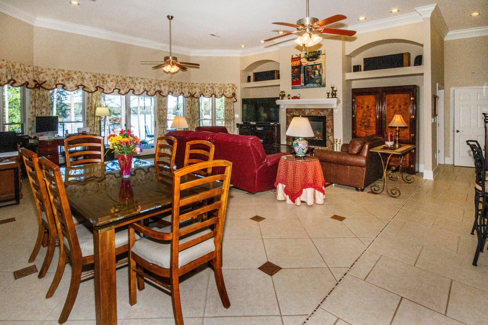Huge Terrace Level Family Room!