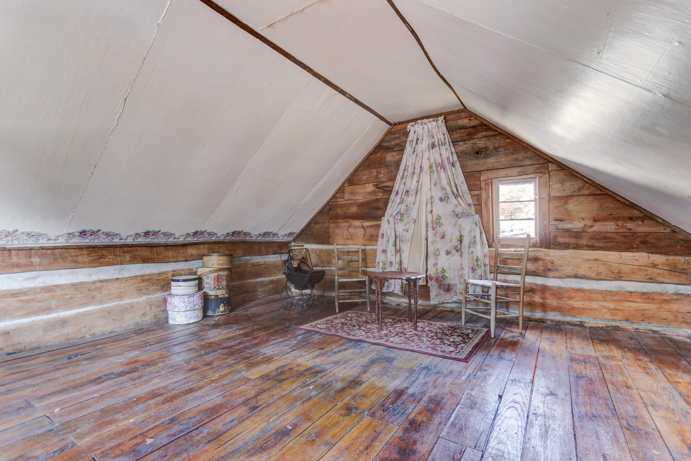 Log cabin #1 loft