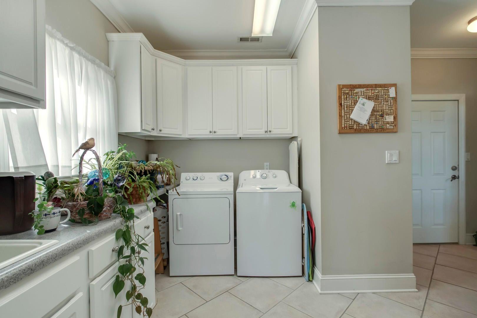 16_WrenCourt_206_Laundry