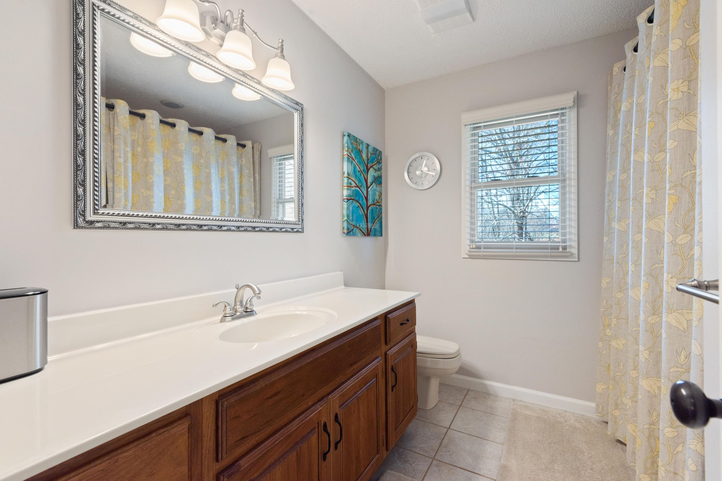 Full Bathroom 2