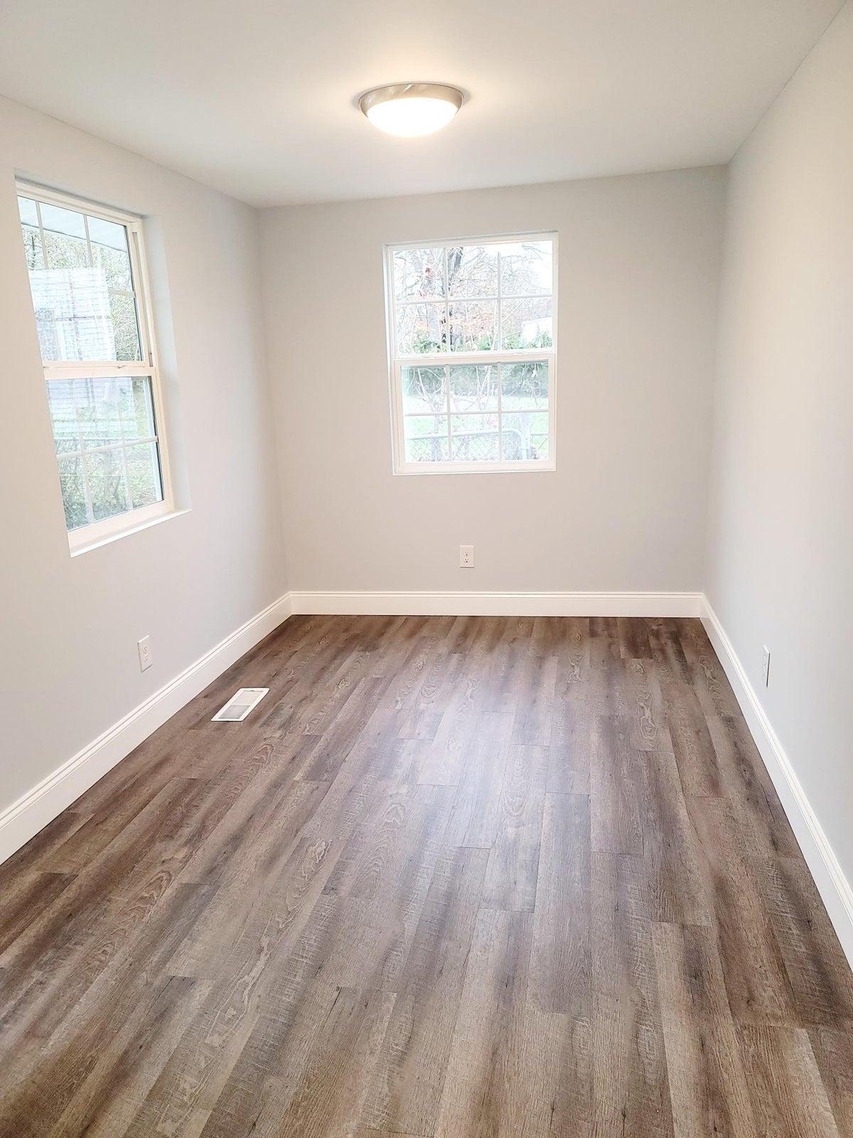 Office/bonus/ dining room