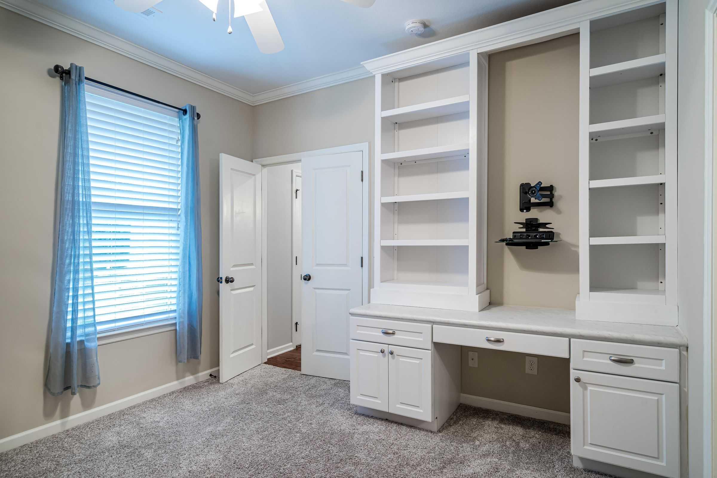 Main level office/bedroom