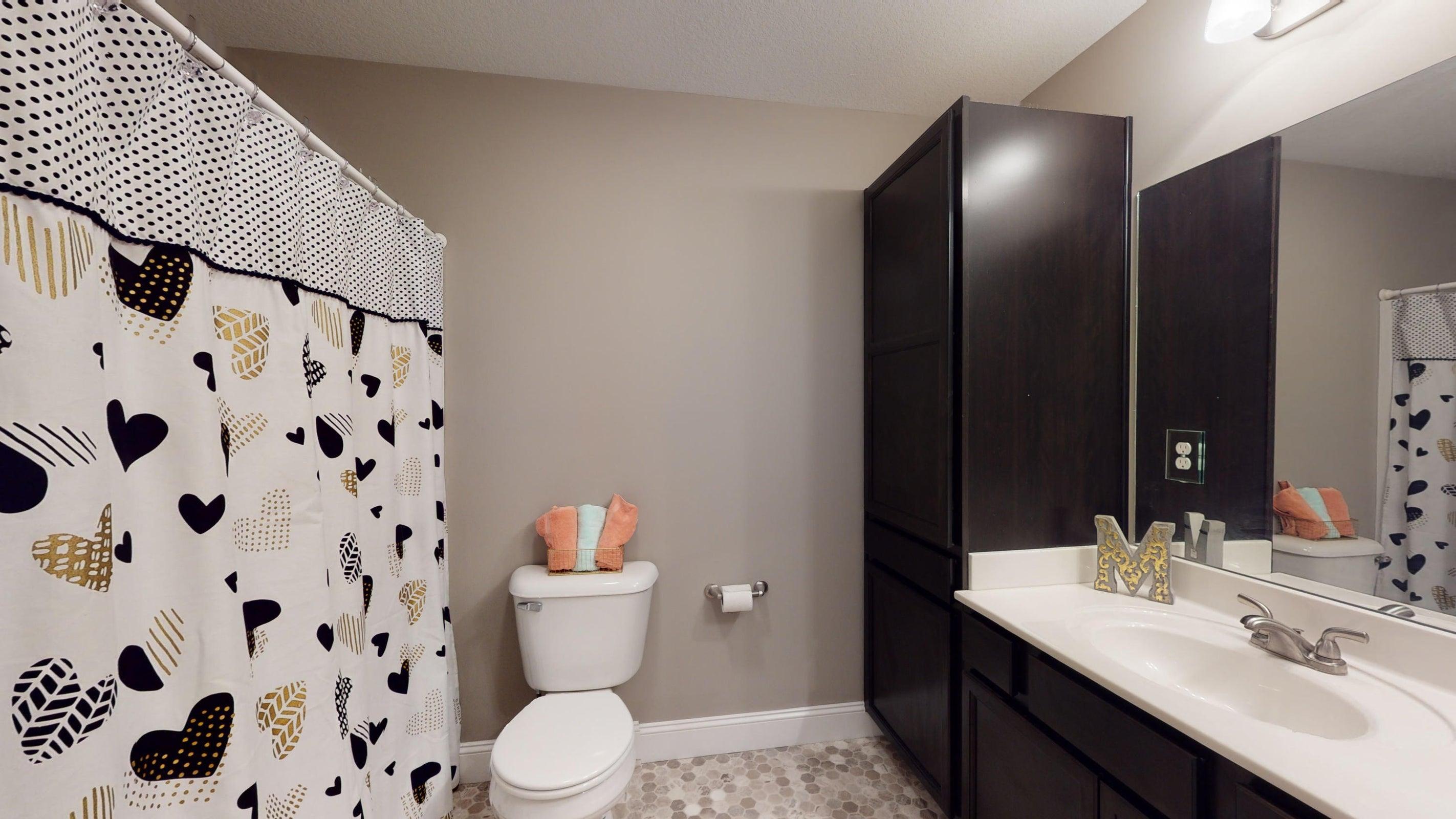 2352-Madeline-lane-Full-Bathroom(1)