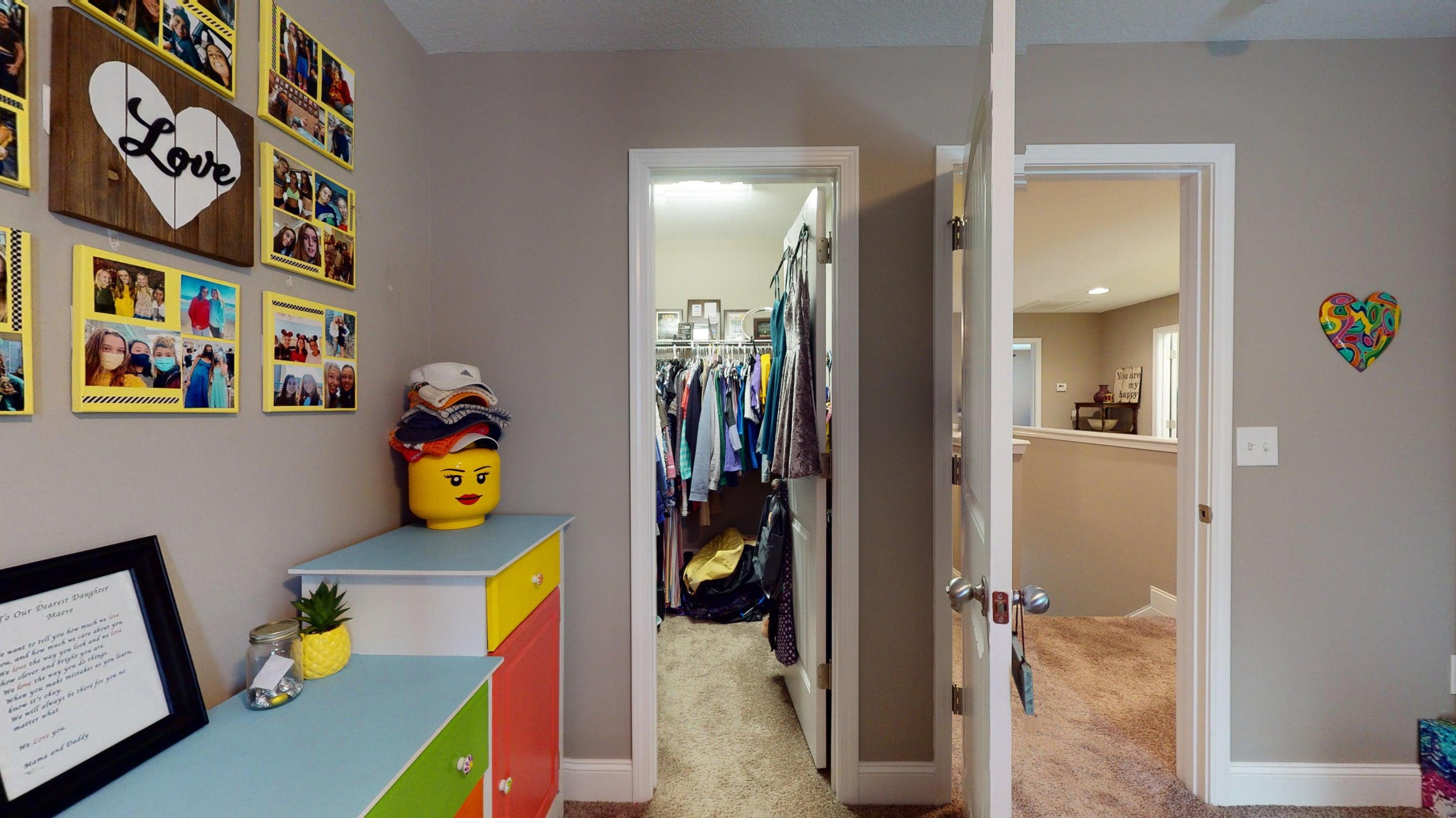 2352-Madeline-lane-Closet-2