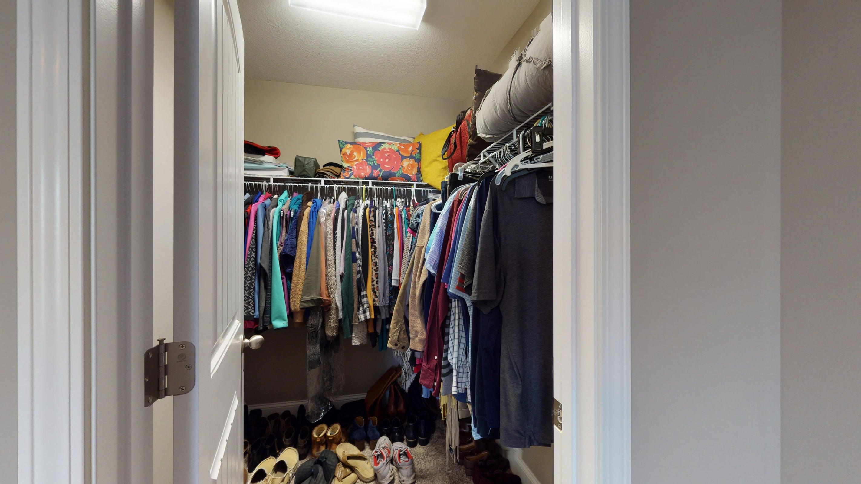 2352-Madeline-lane-Walk-in-closet