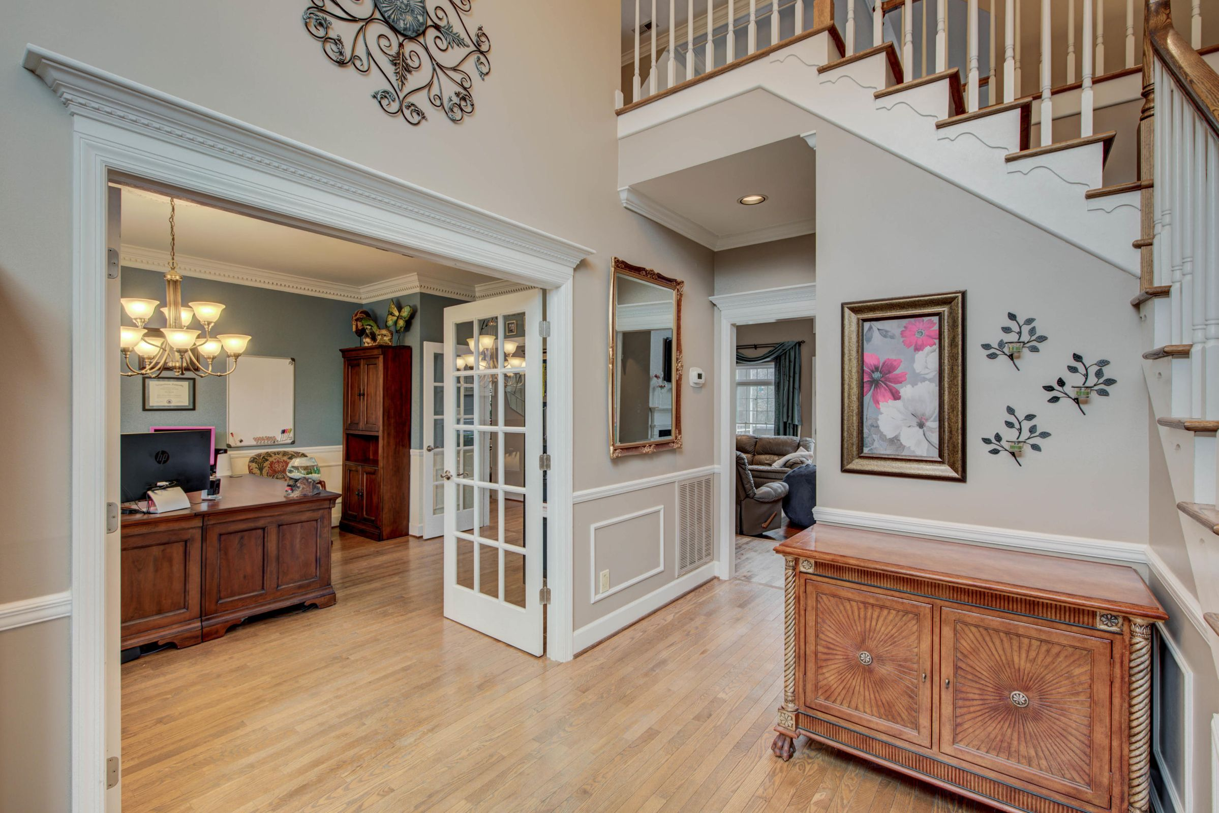 DRAMATIC FOYER
