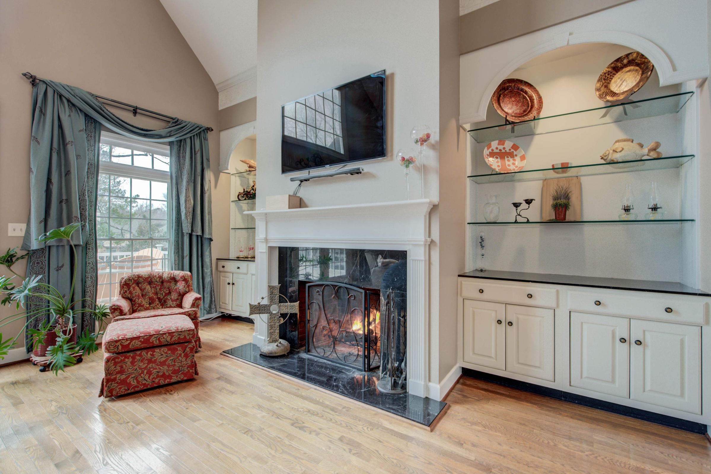 WOOD BURNING FIREPLACE & BUILT-INS