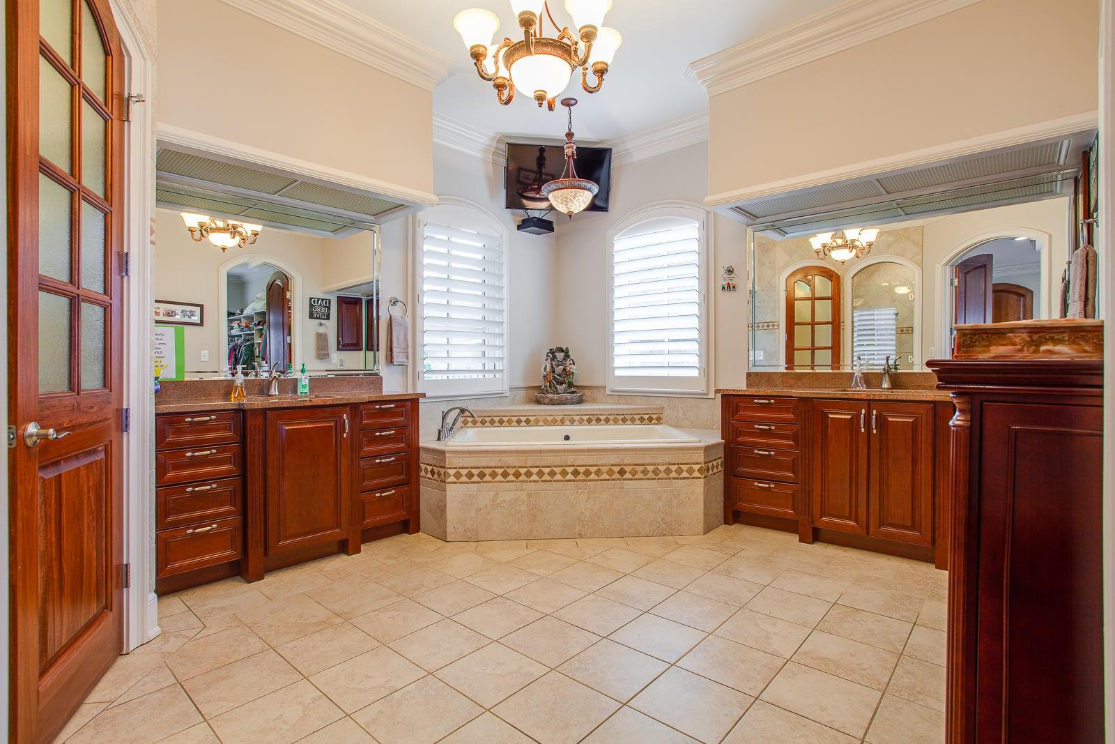 Owner Bath_351740