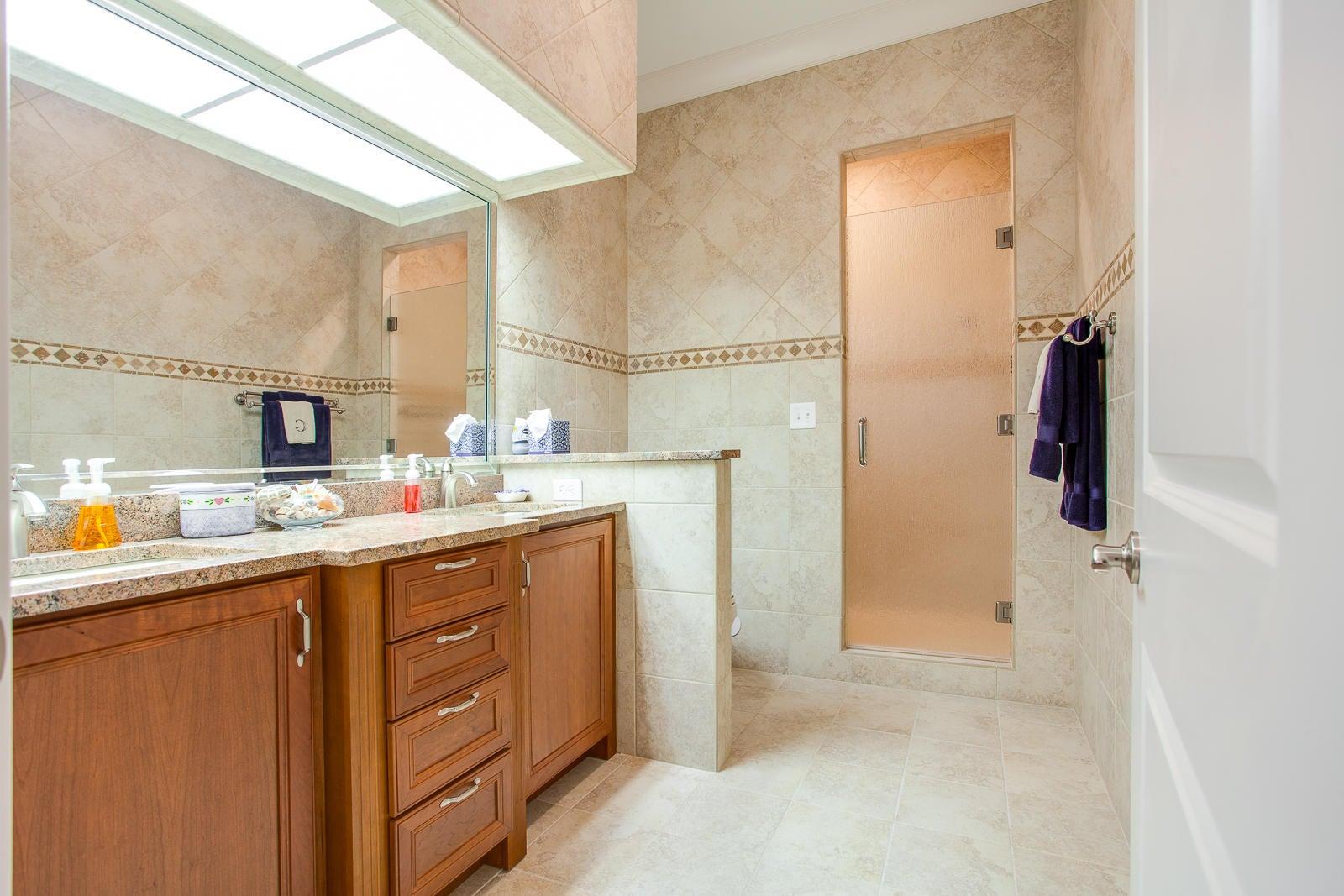 Guest Bath_351716