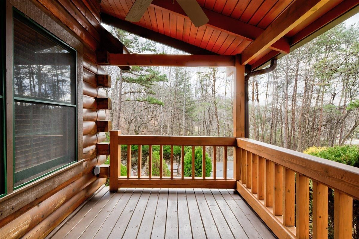 1408 Tomahawk Porch Front