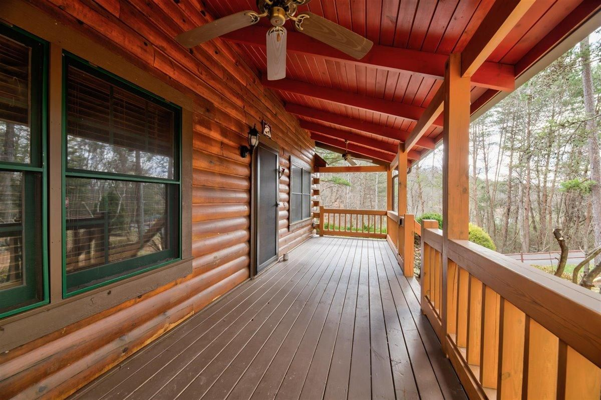 1408 Tomahawk Porch front 2