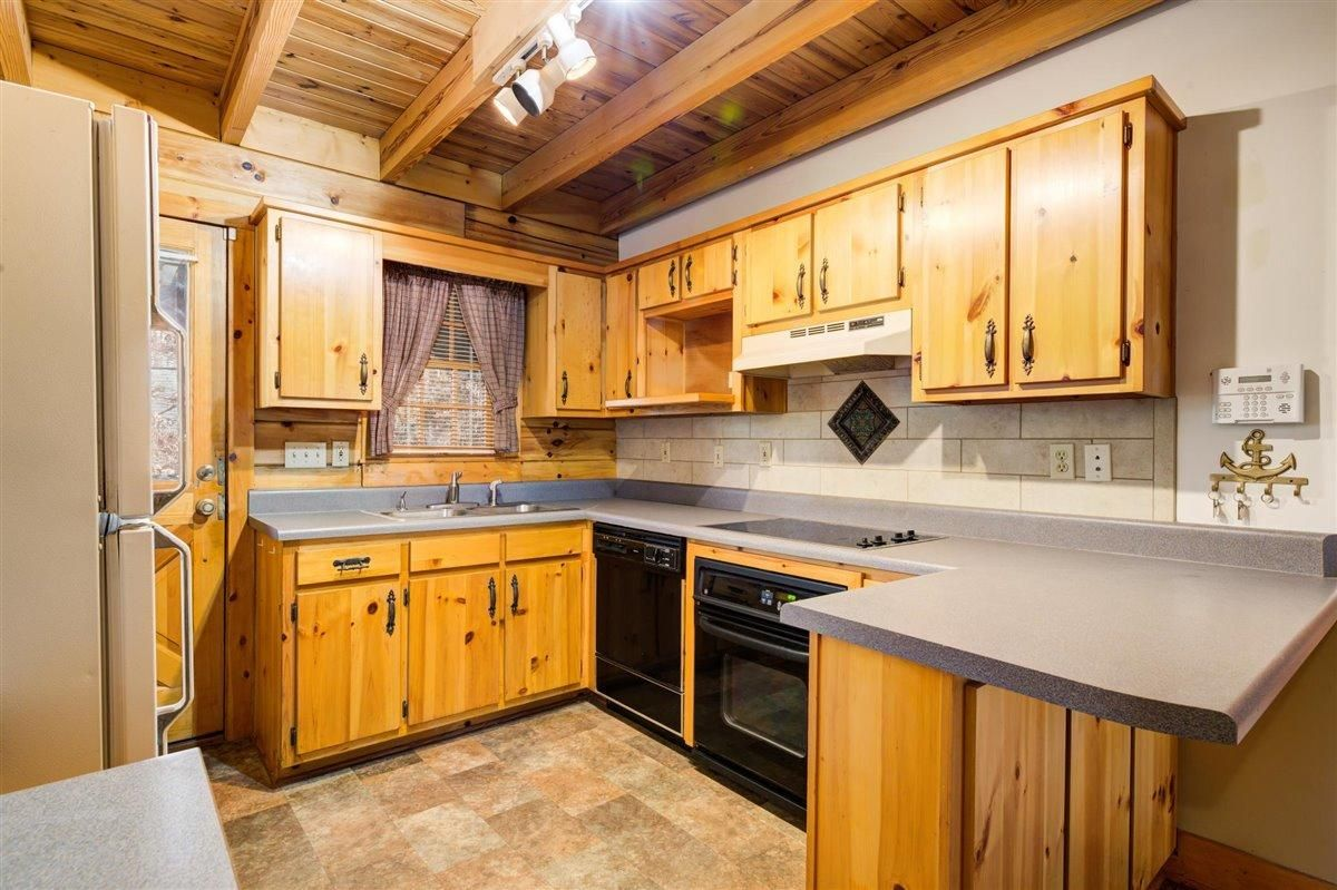 1408 Tomahawk Kitchen 2