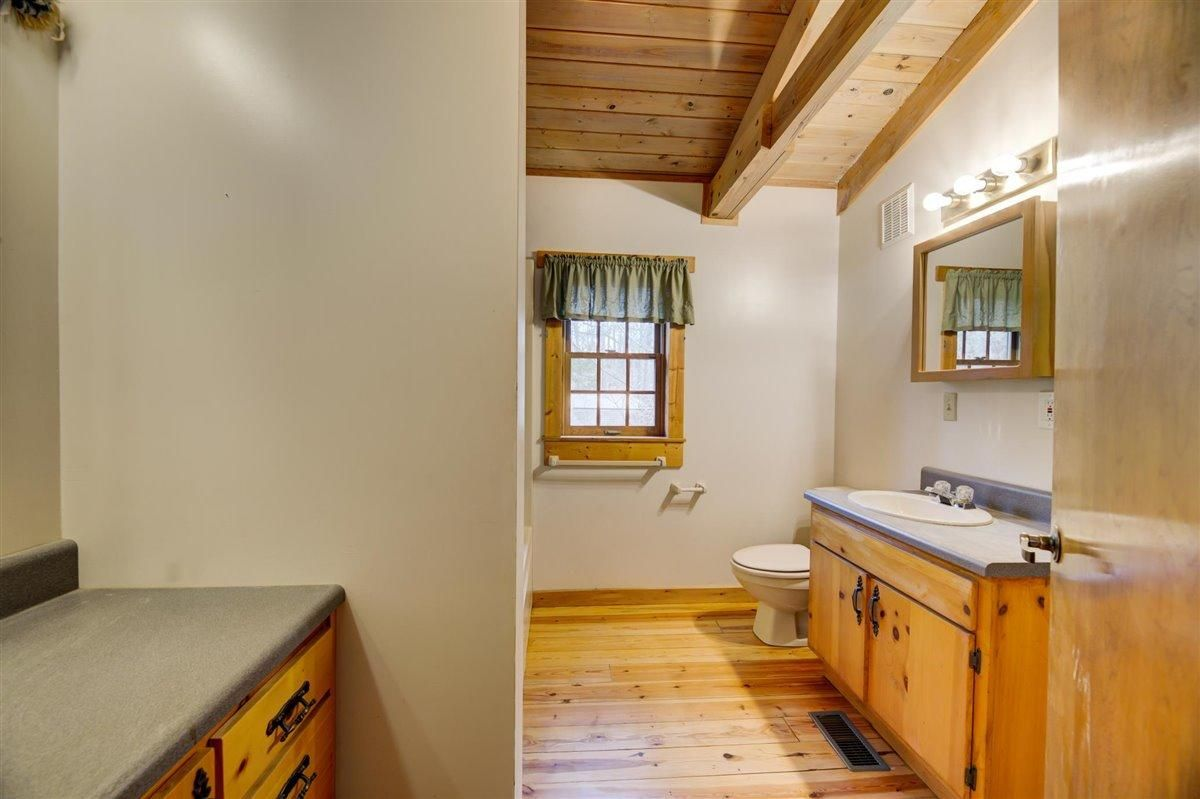 1408 Tomahawk Master Bath