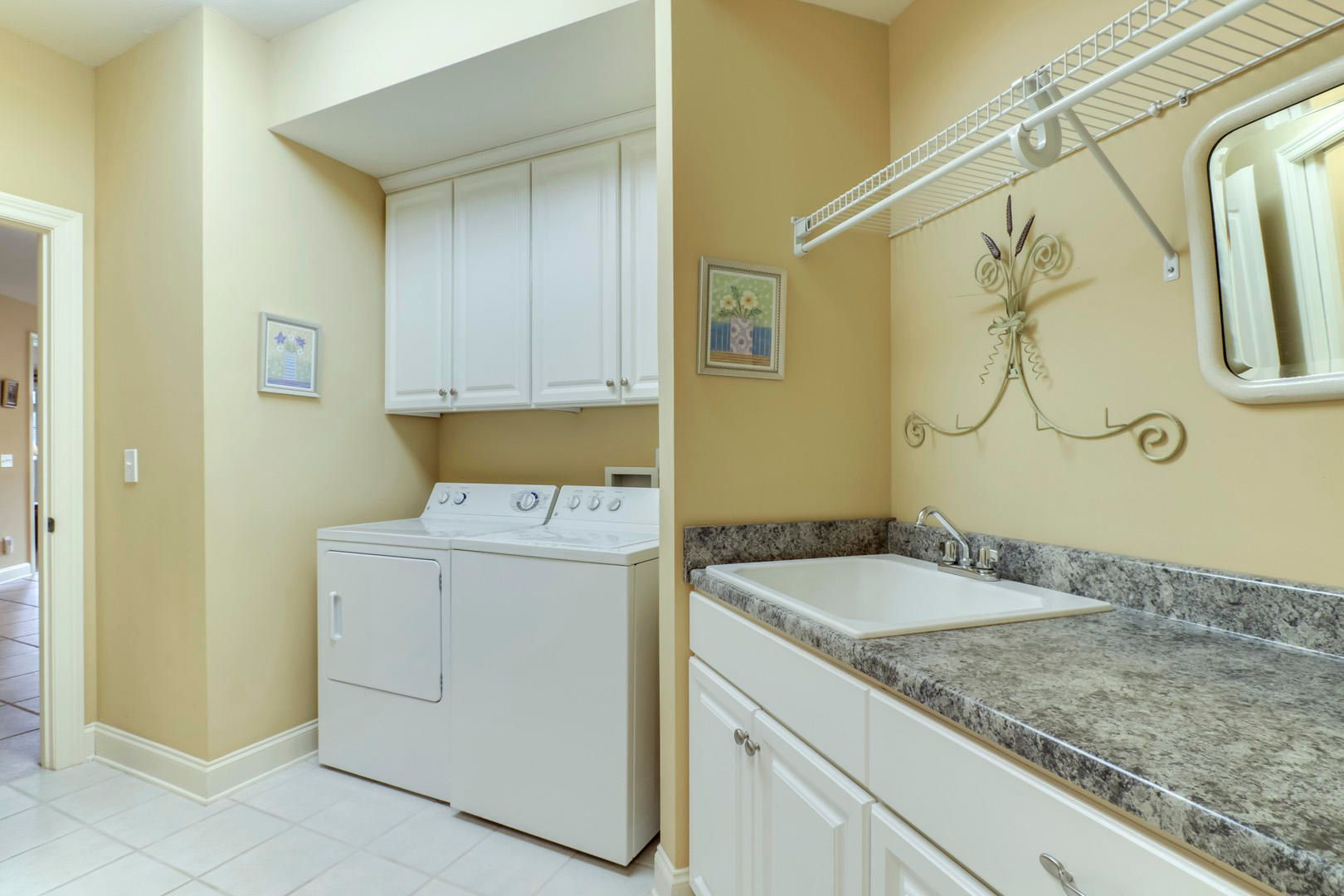 19_GreenfinchDrive_104_Laundry01