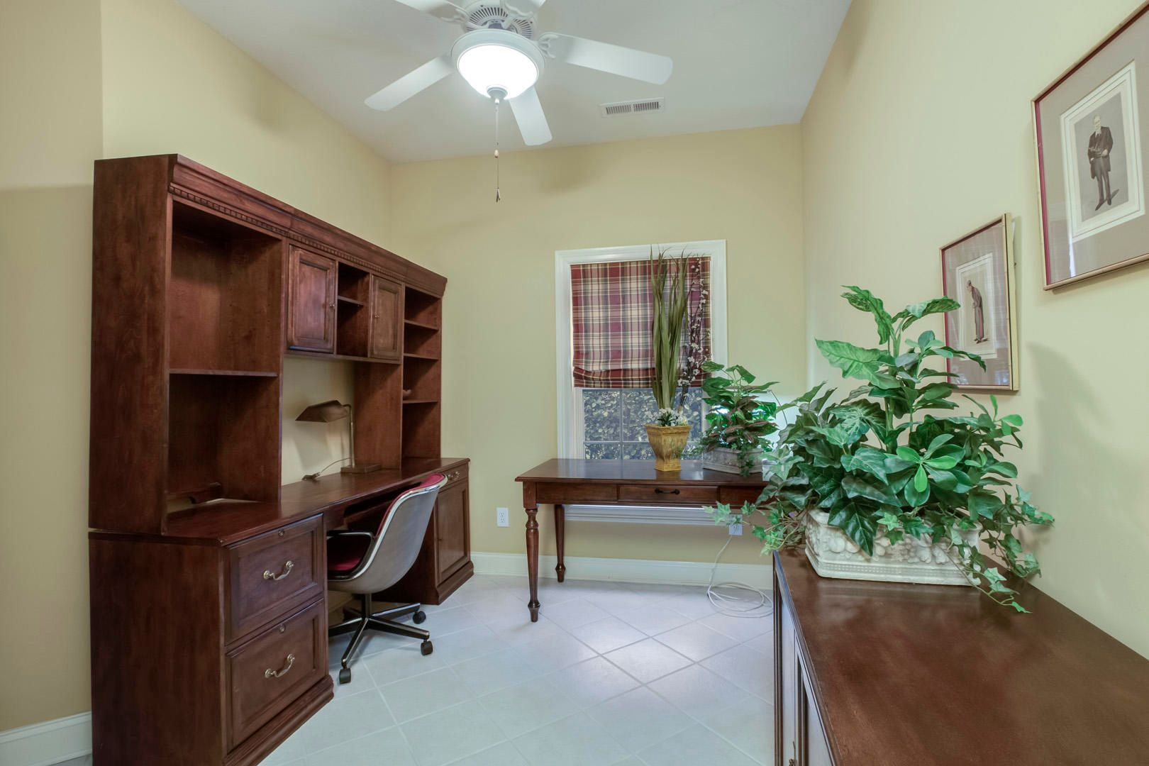 20_GreenfinchDrive_104_Office-Mudroom01
