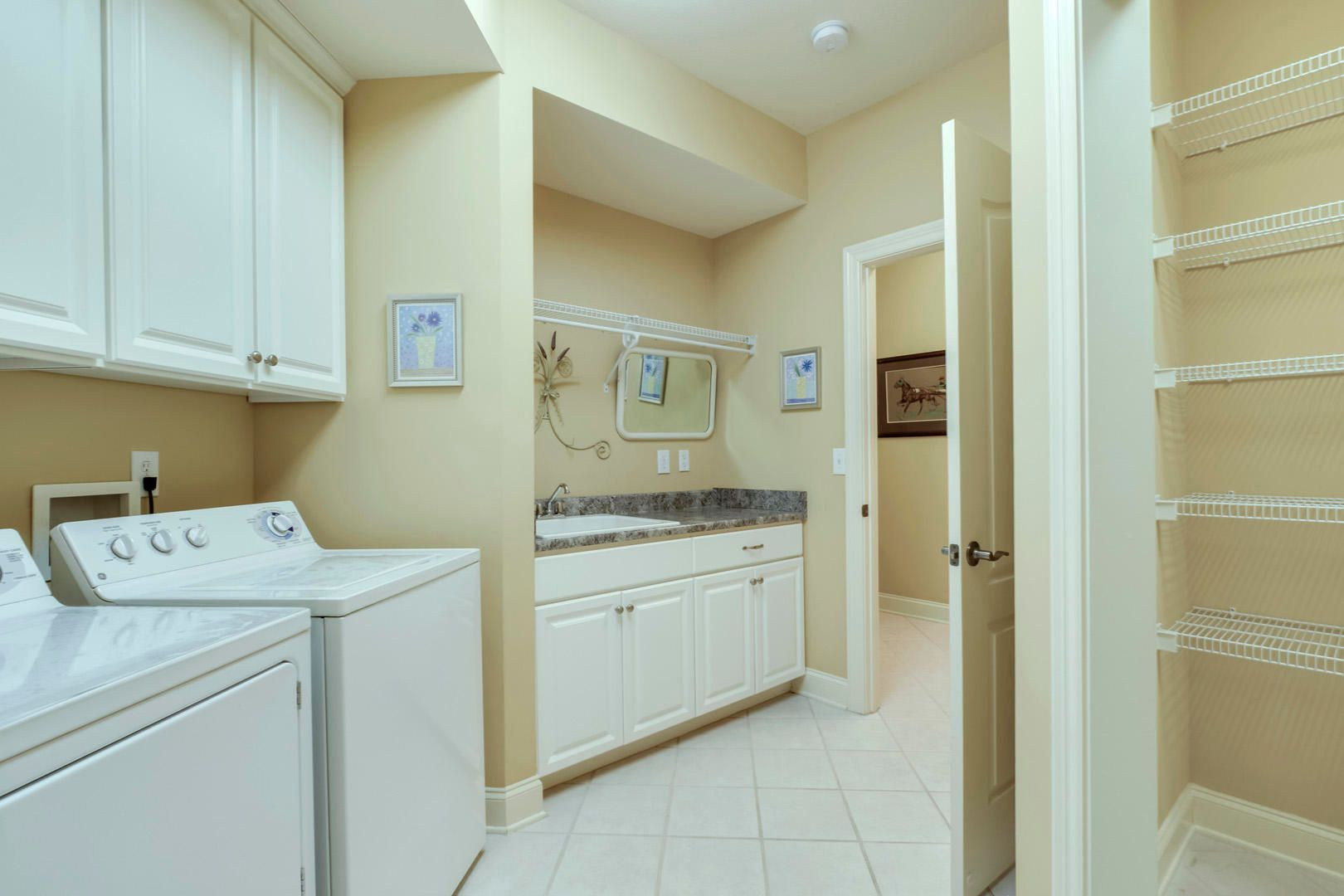 22_GreenfinchDrive_104_Laundry02