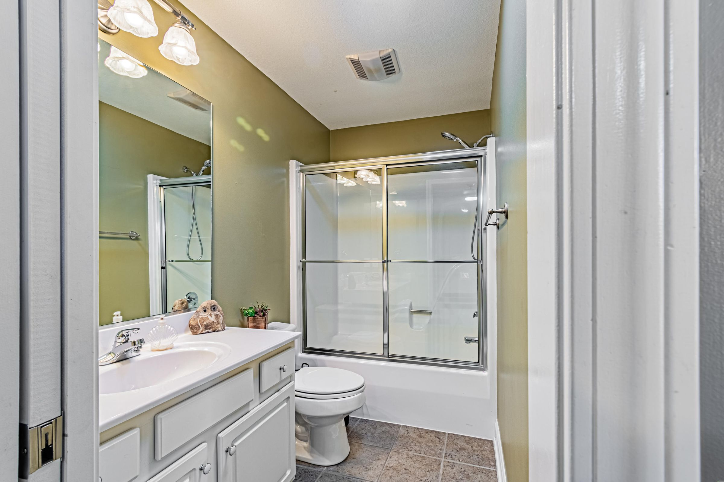 Cionnecting bathroom