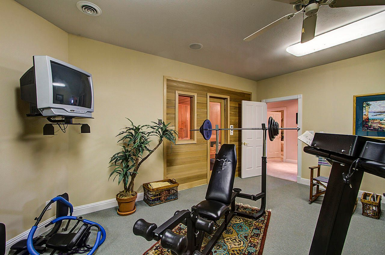 Sauna & Weight Room