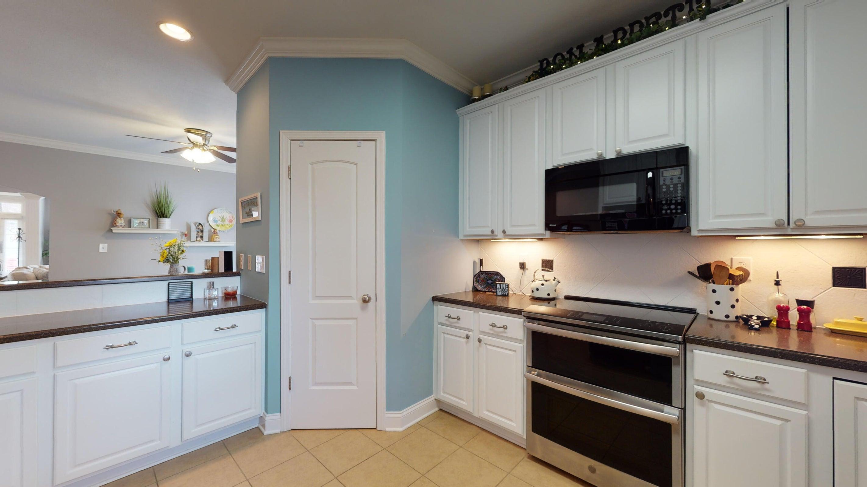 812-Poets-Corner-Way-kitchen