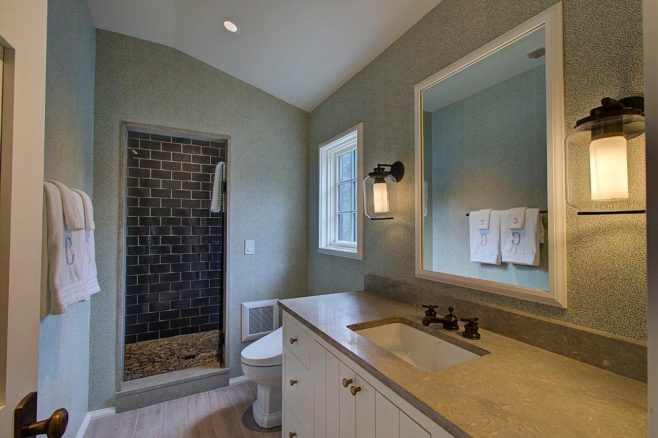 Bath (bedroom #4)