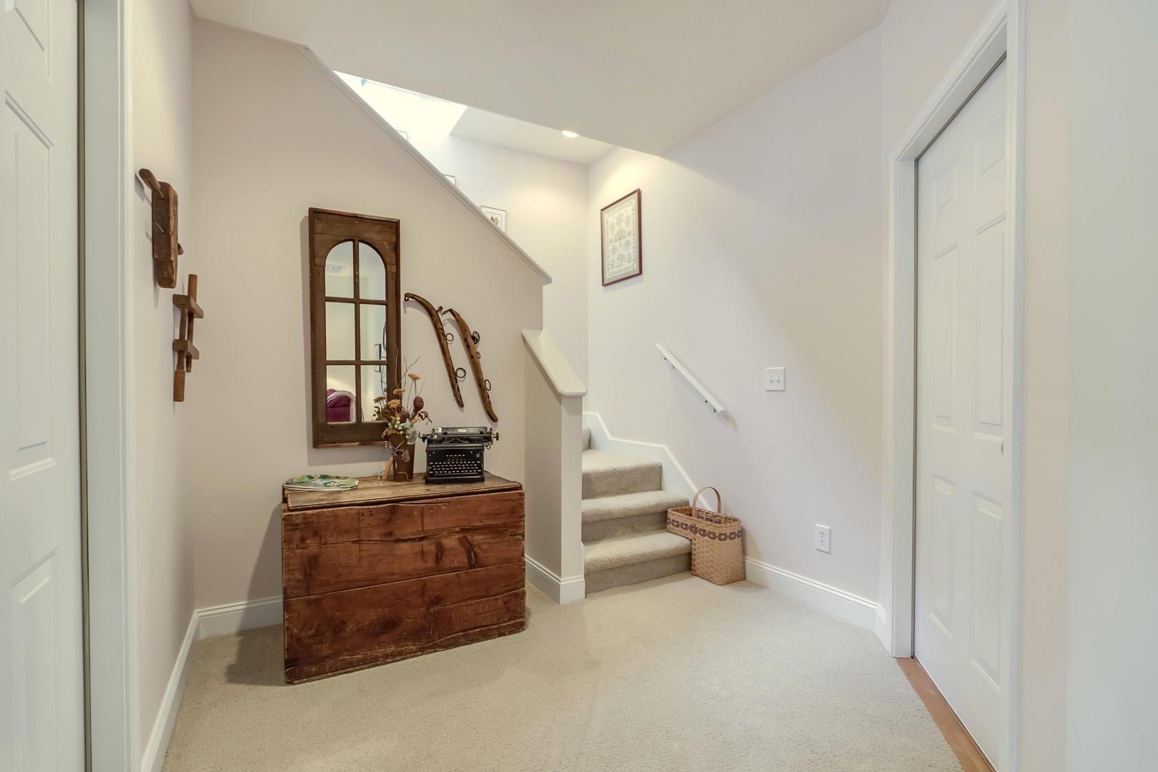 26_HeronCourt_141_StairsUp