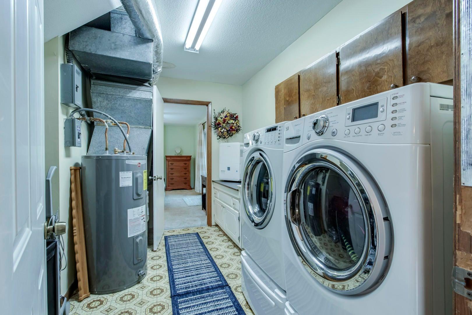30_SandyShoreDrive_3600_Laundry02
