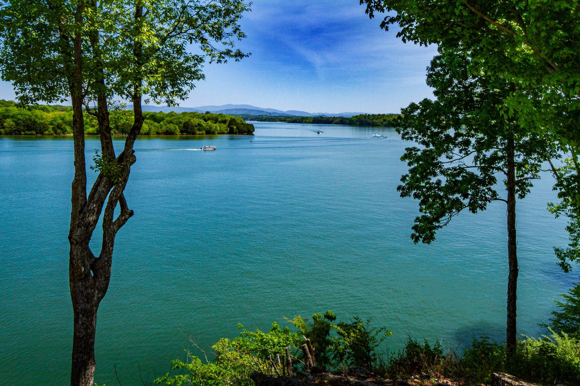 Breath-taking Lake & Mountain Views!