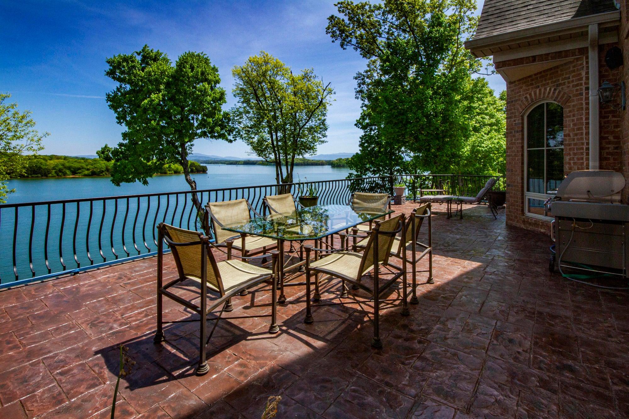 Lake & Mountain Deck Views!