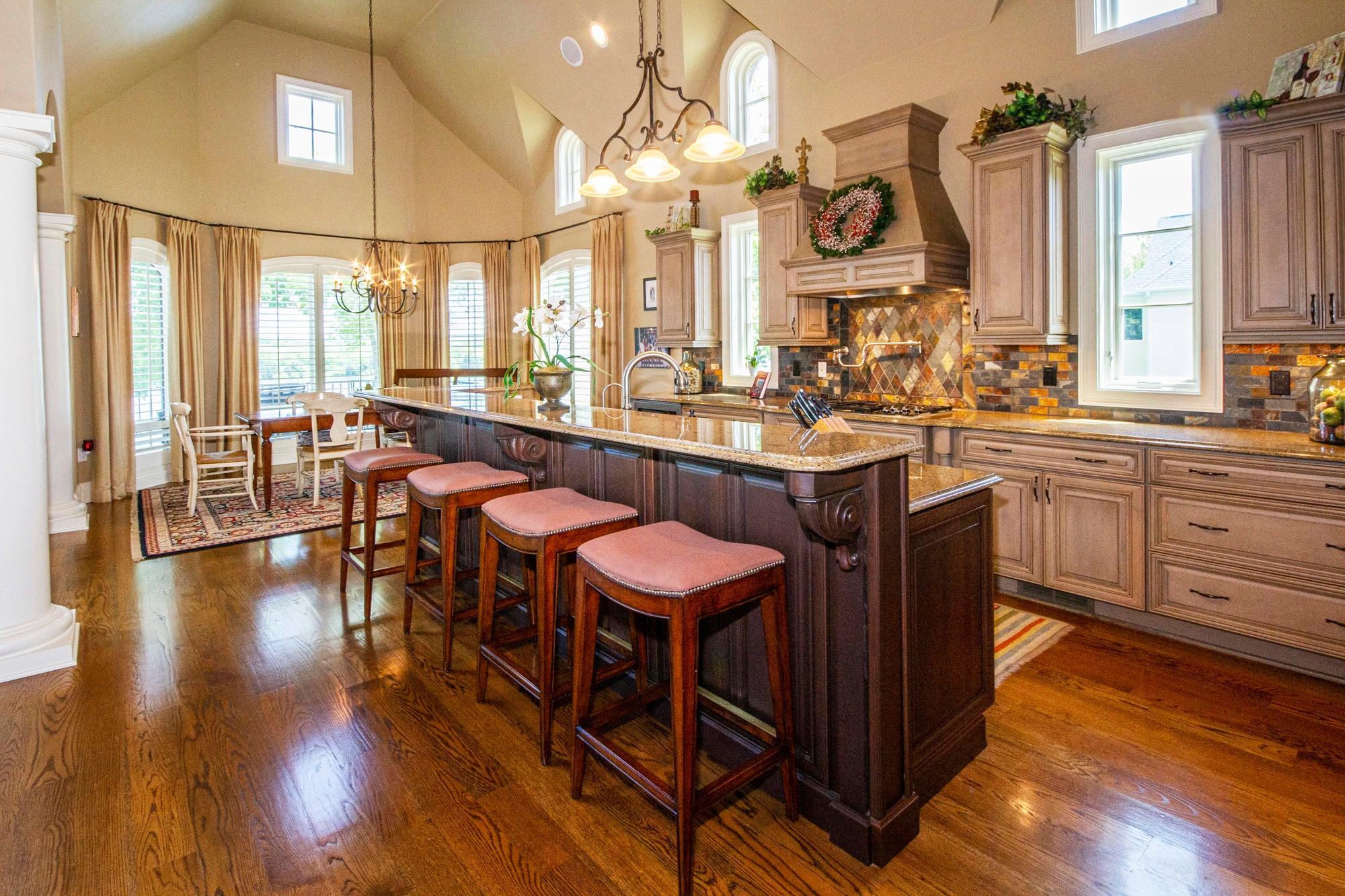 Beautiful Open Kitchen/Dining!