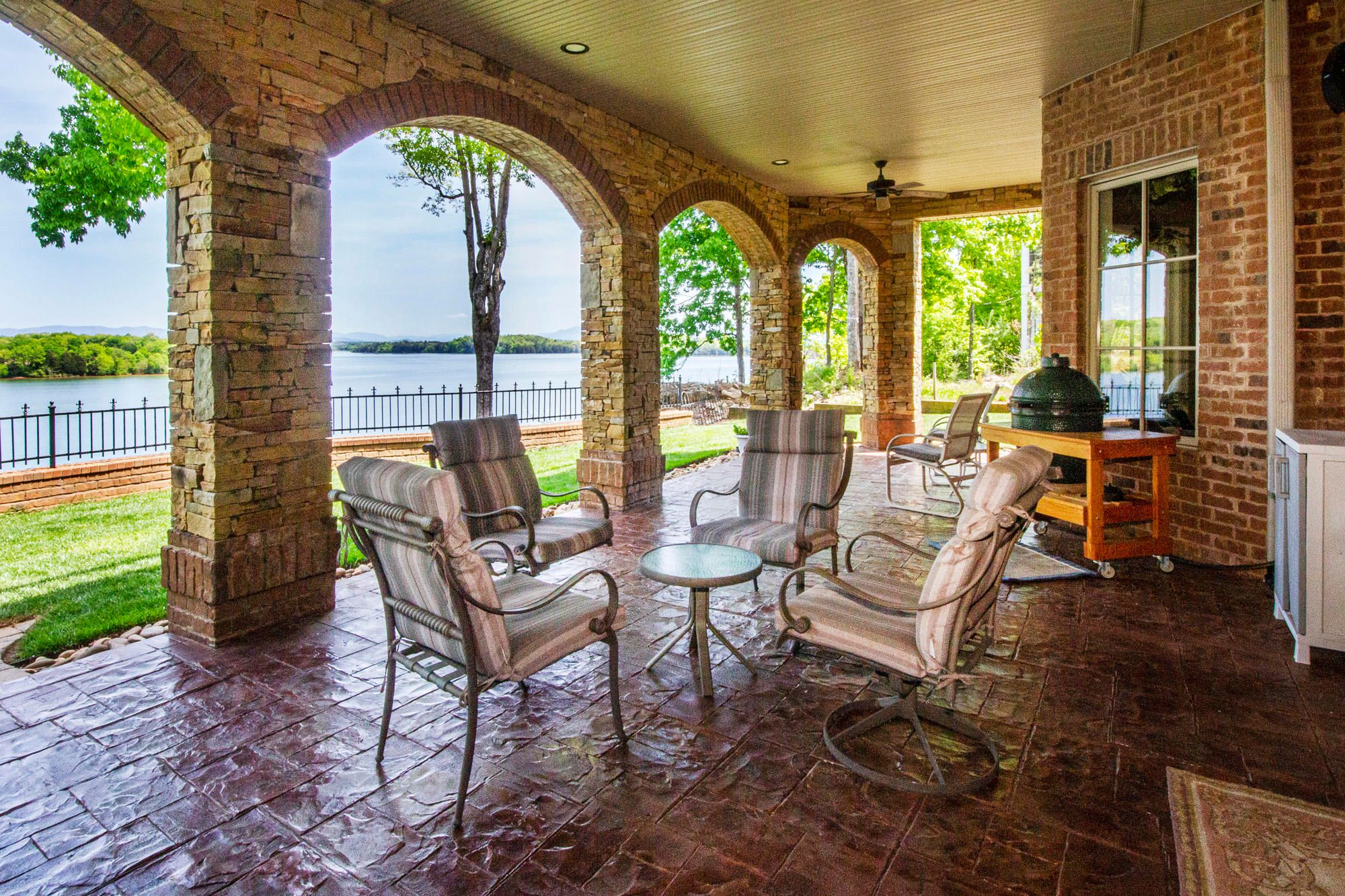 Gorgeous Covered Patio with Views!