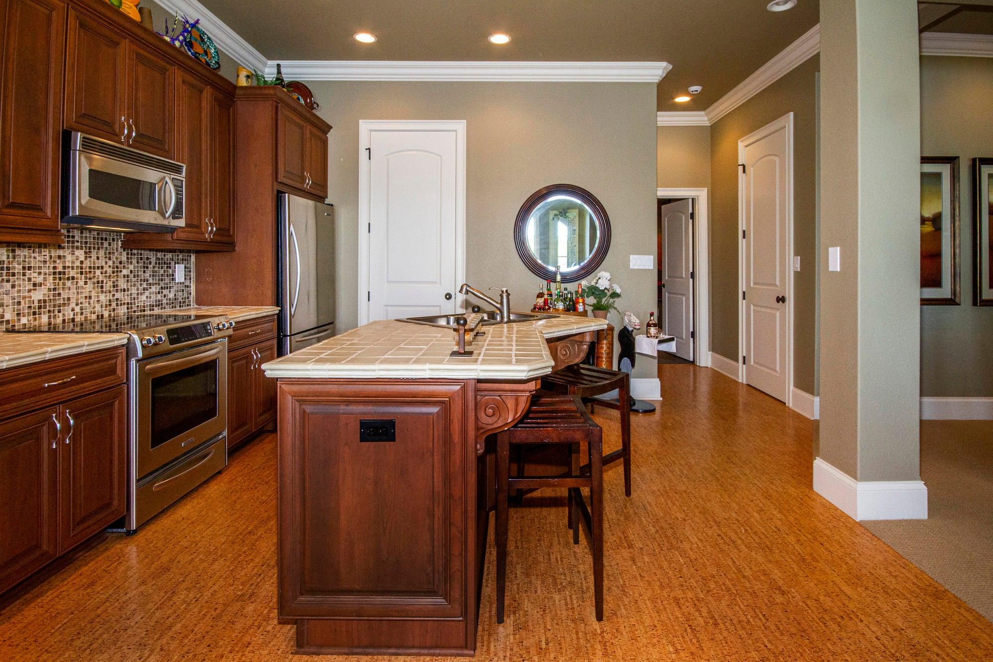 Full 2nd Kitchen: Kitchen-Aid Appliances