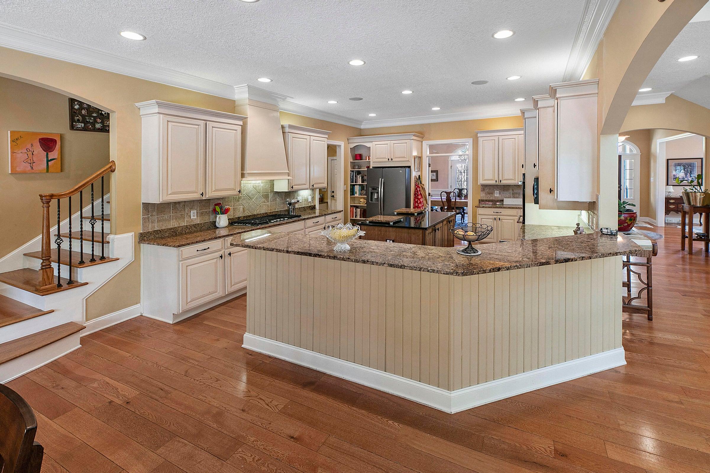 Kitchen w/Bar