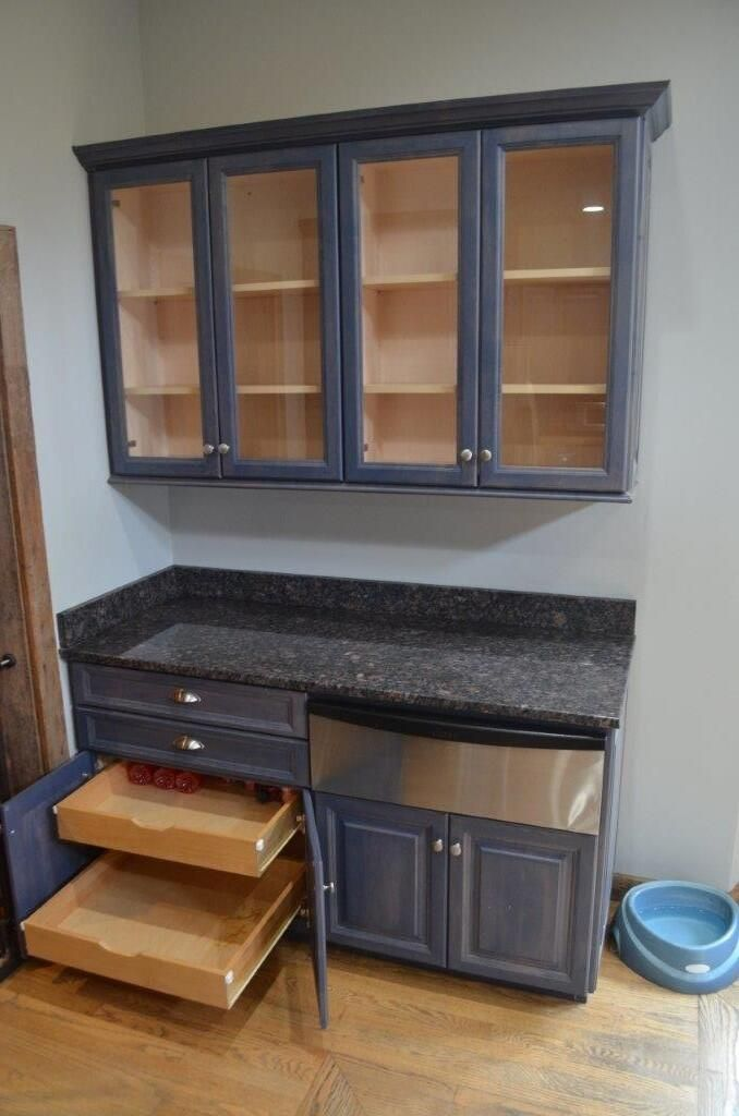 Abundant cabinetry, warming drawer