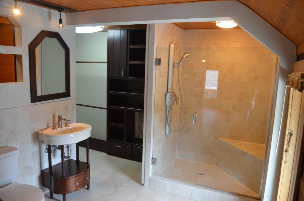 2nd story suite bath