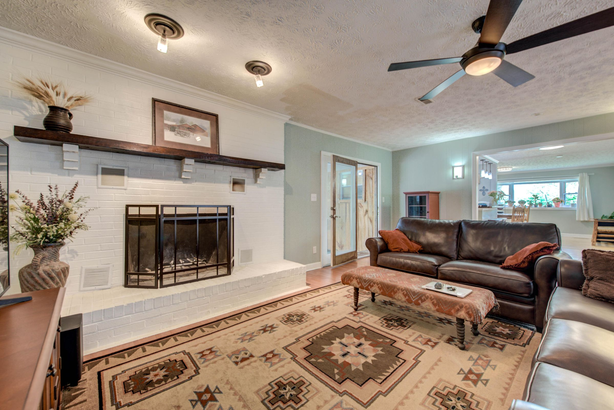 GREAT ROOM W FIREPLACE