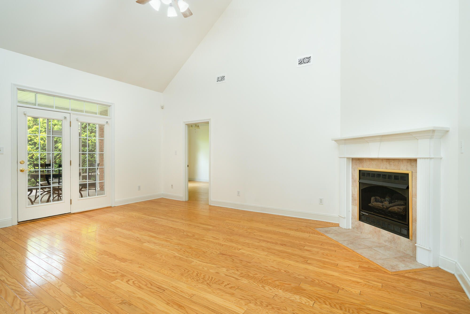 Living room & Screen Porch