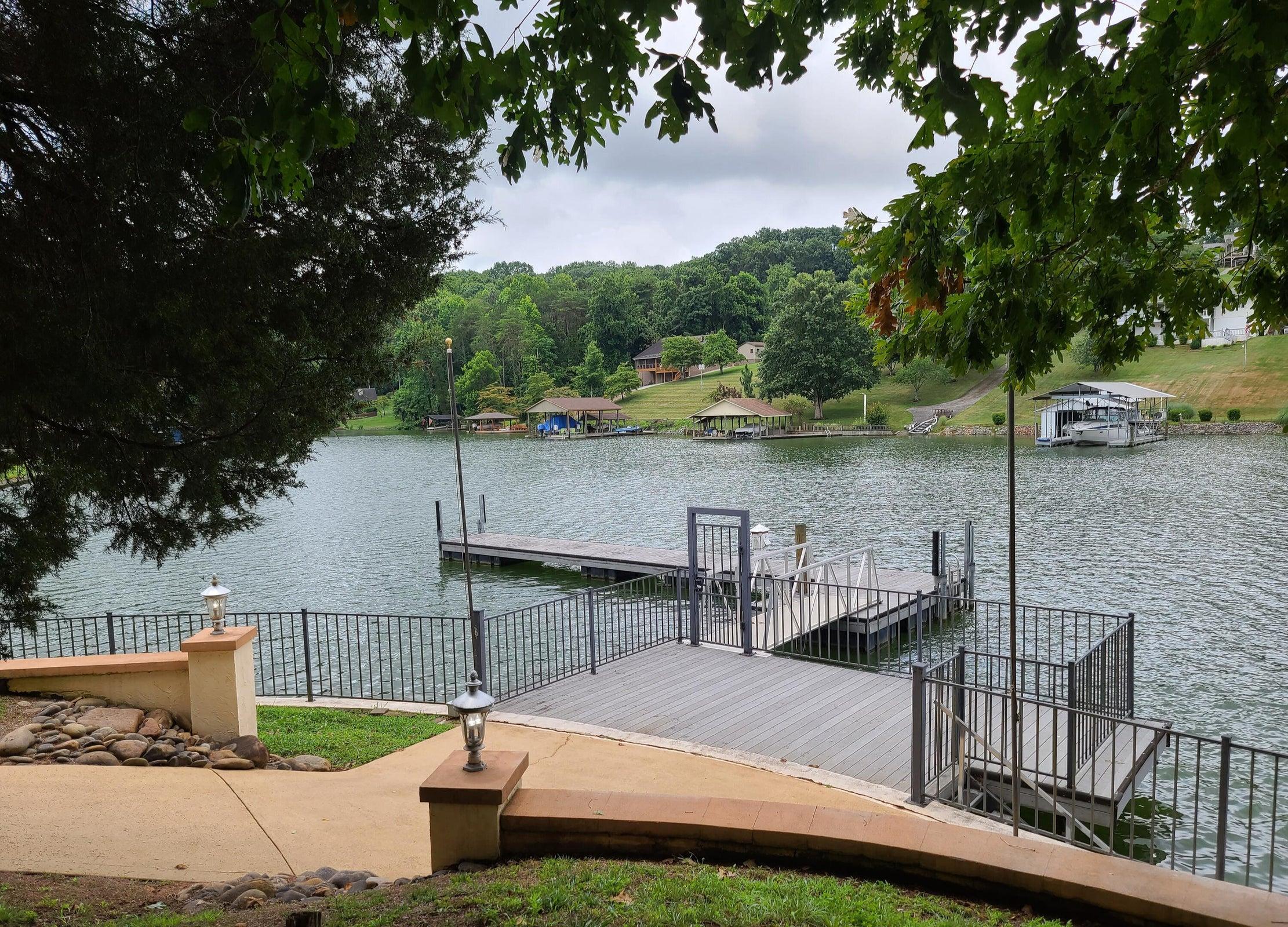 Lake deck w/floating dock.