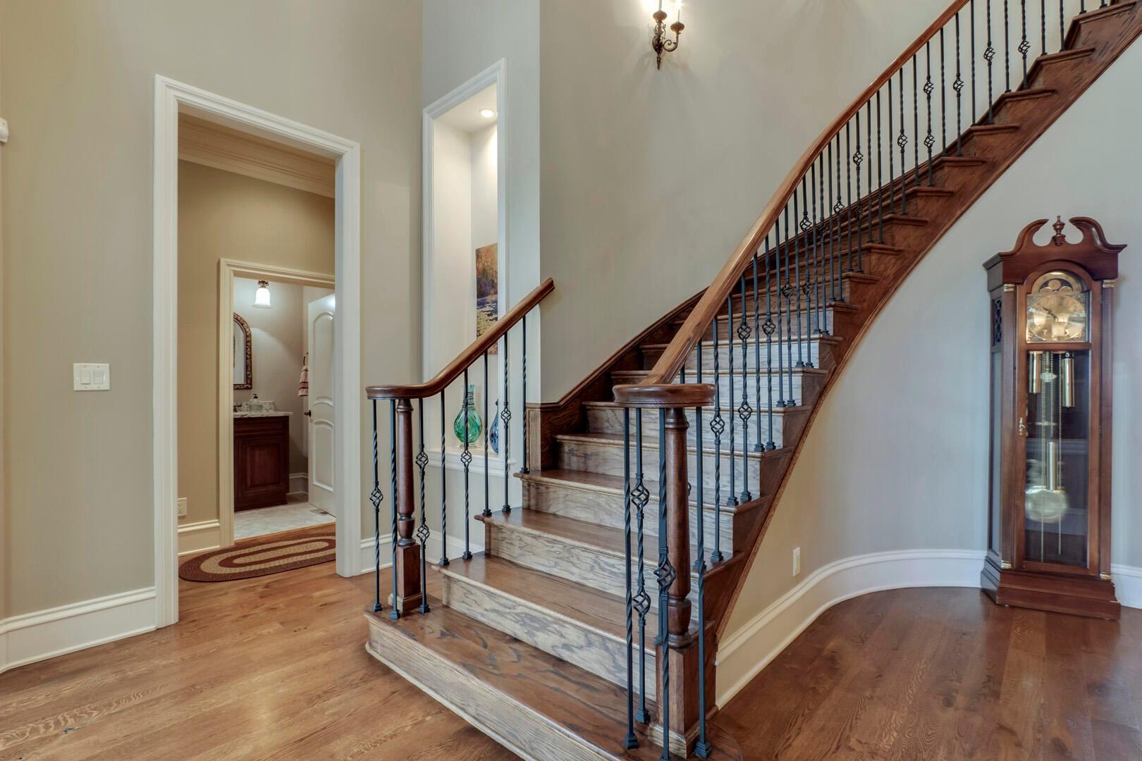 24_SouthernWay_438_StairsUp