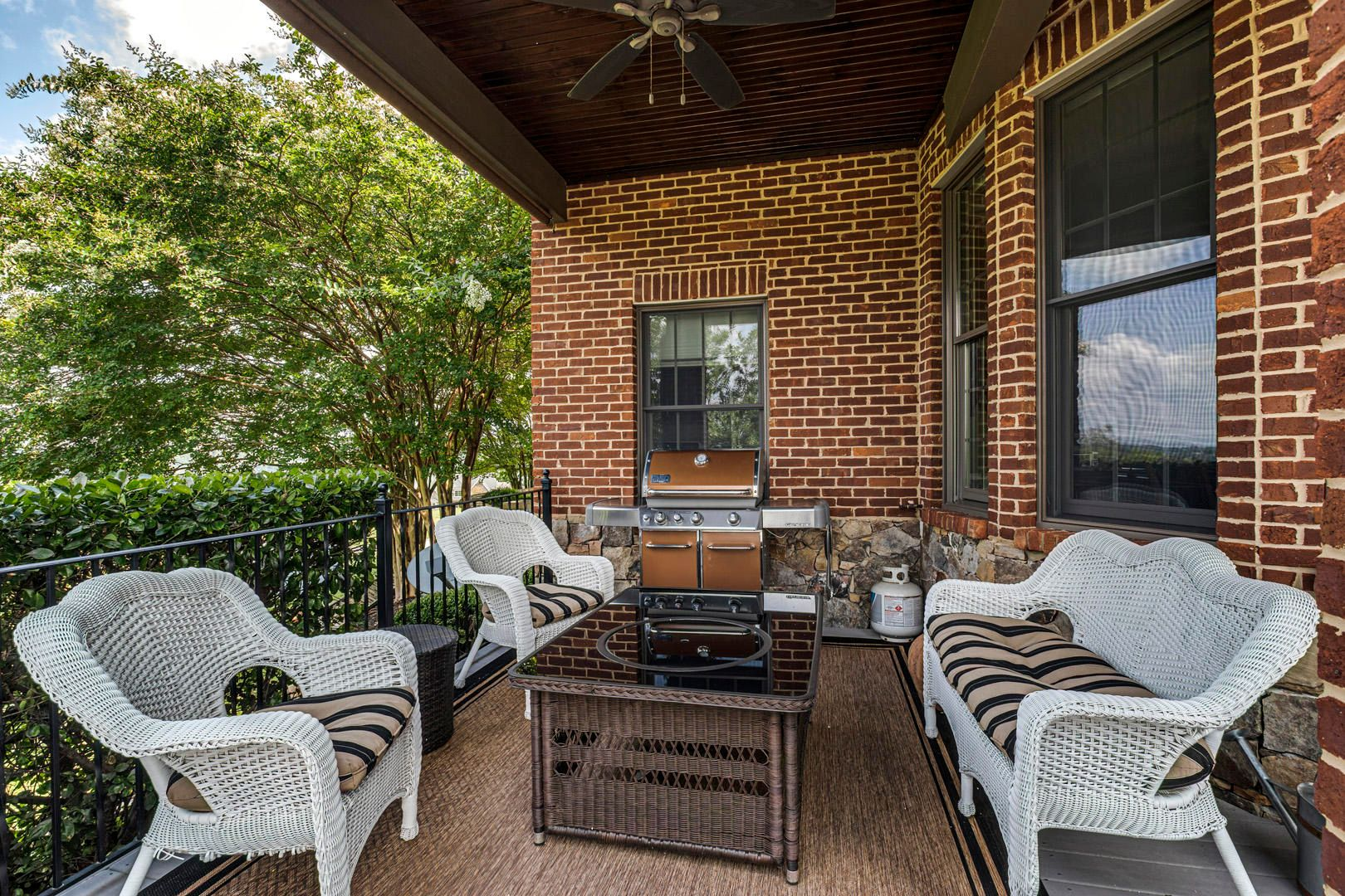 36_SouthernWay_438_Porch