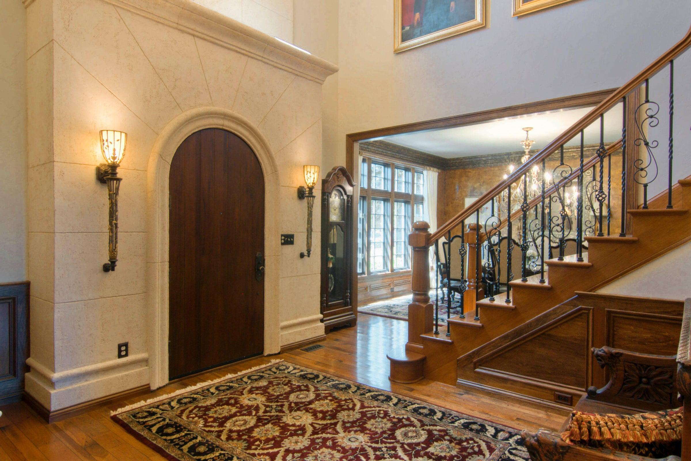 Gorgeous Limestone Entry