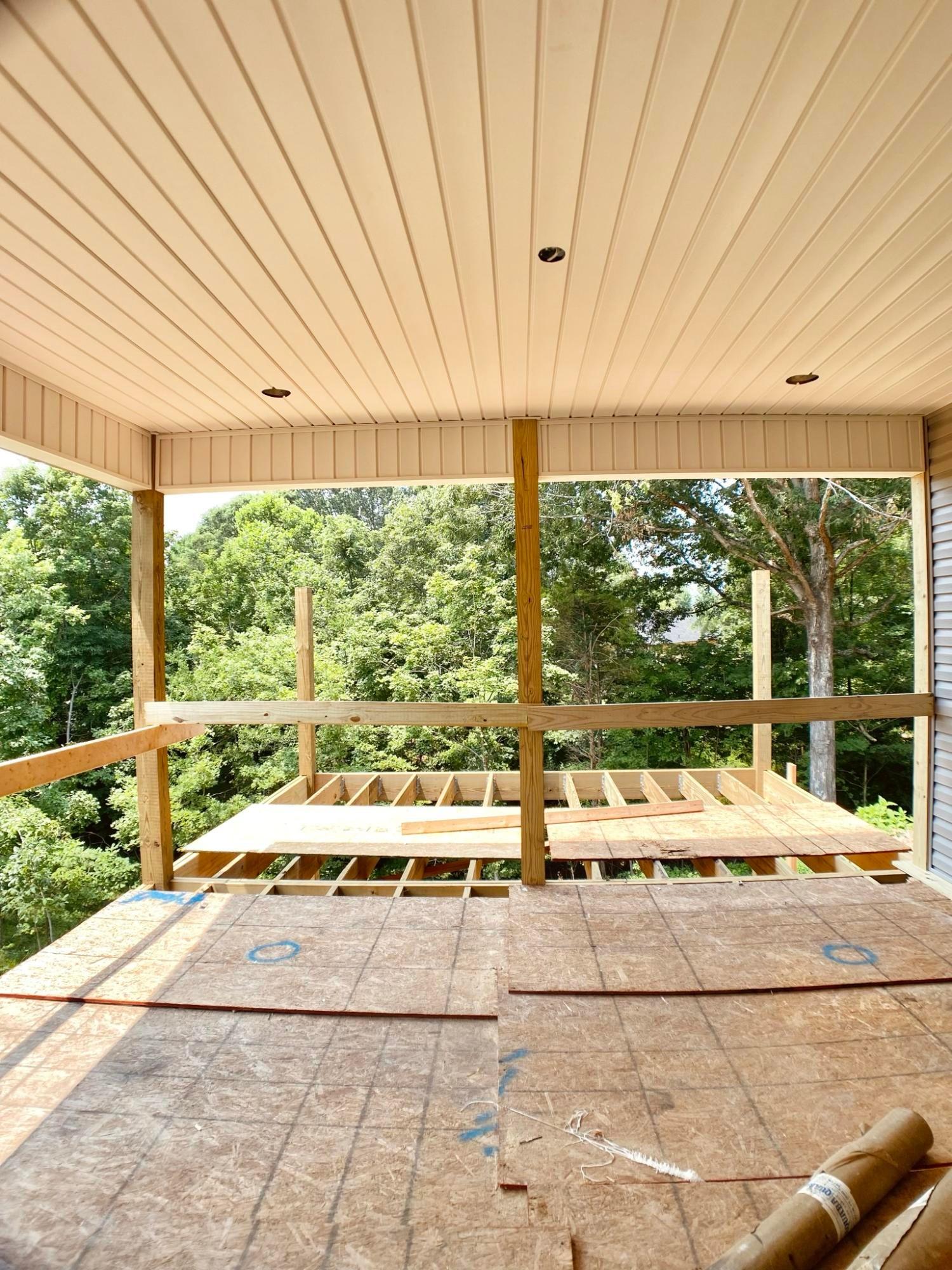 Srenned and open decks
