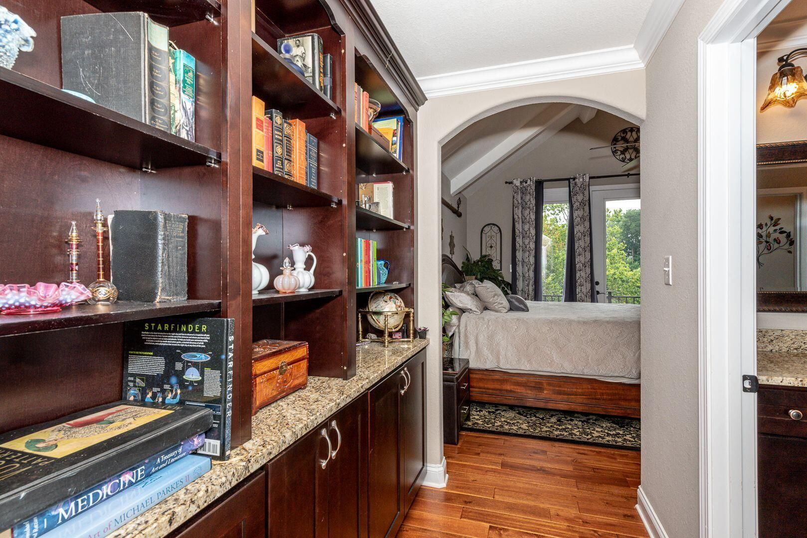 Built in Bookcase/Master