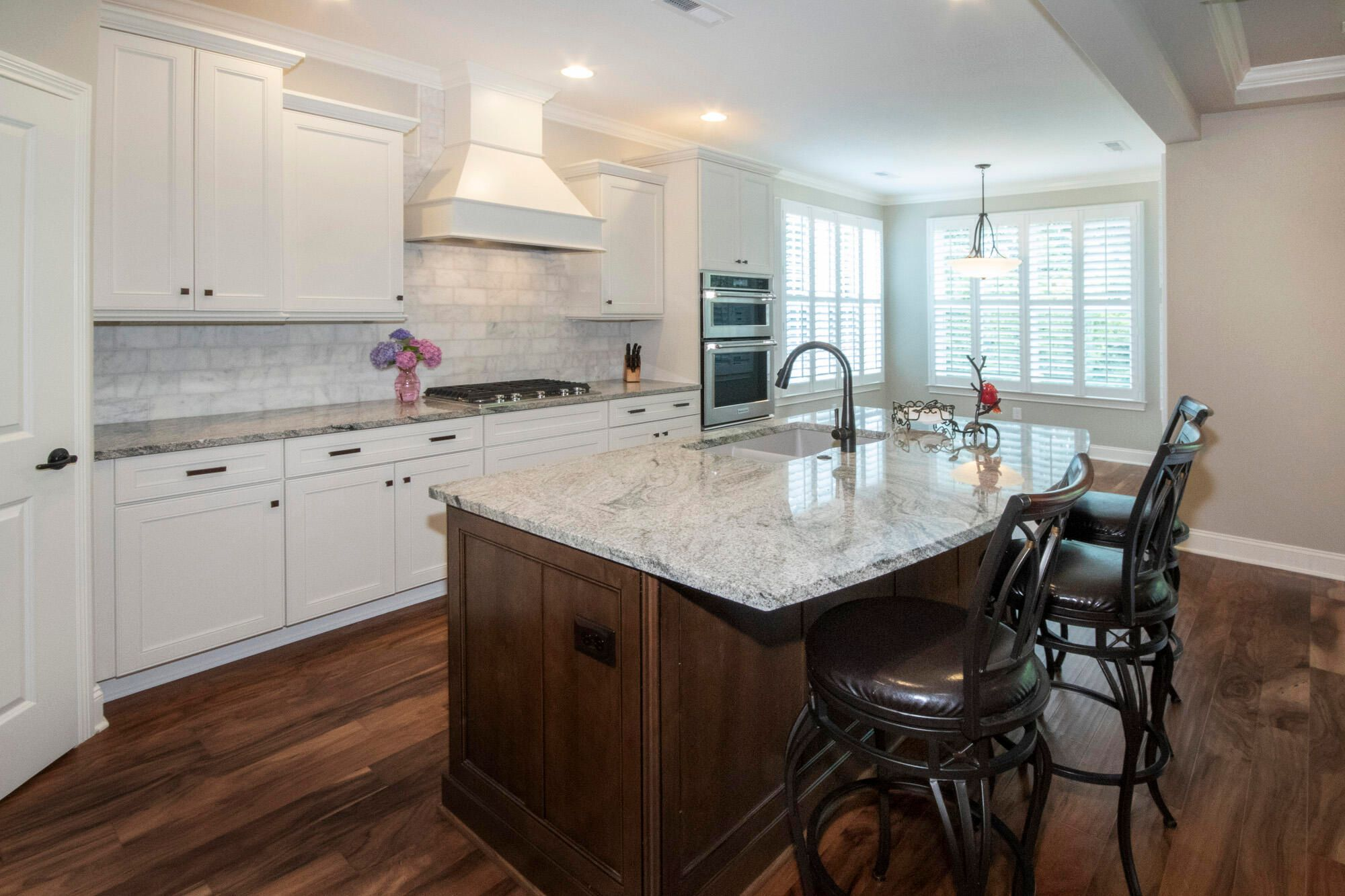 Upgraded kitchen & appliance package