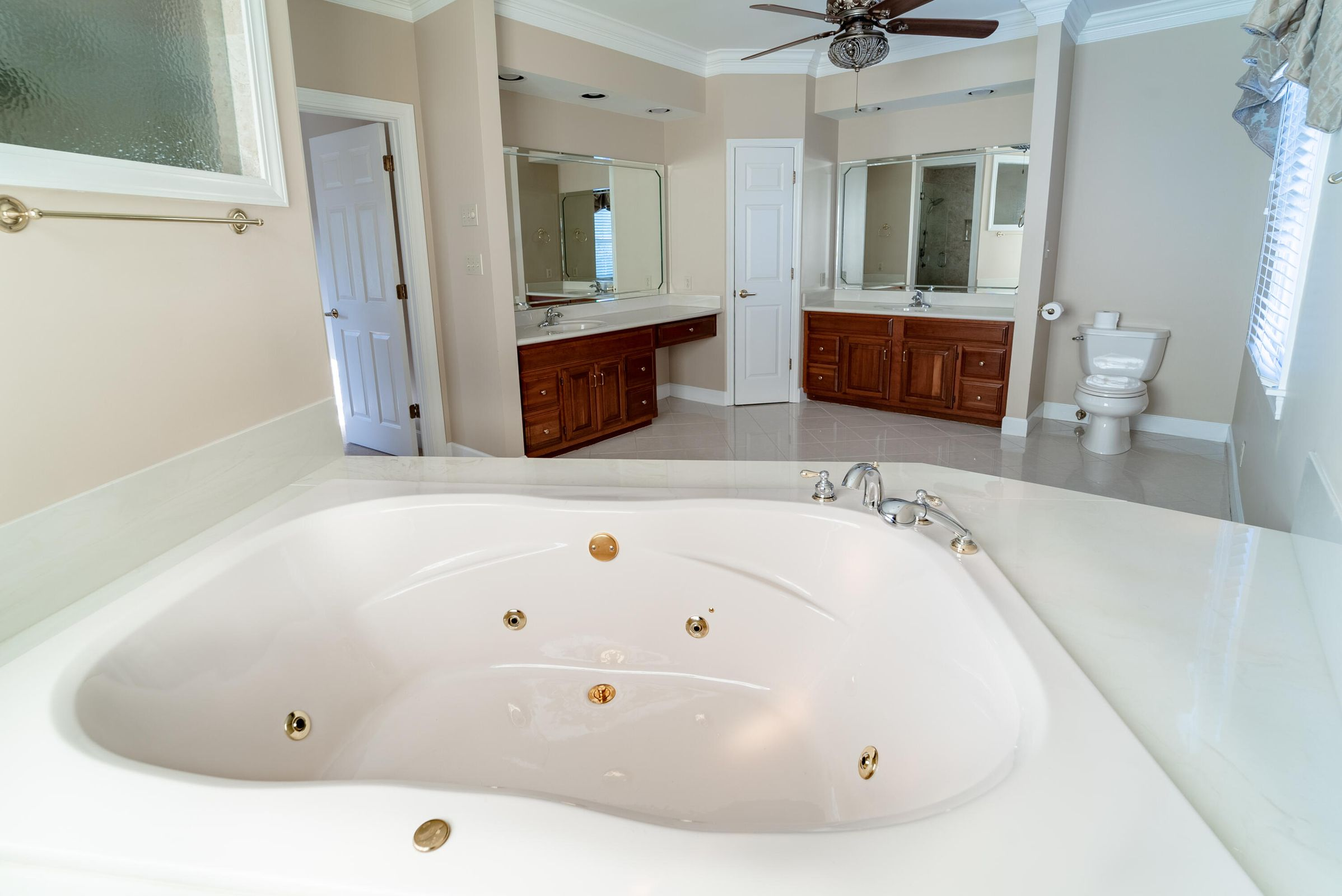 Jetted tub in master
