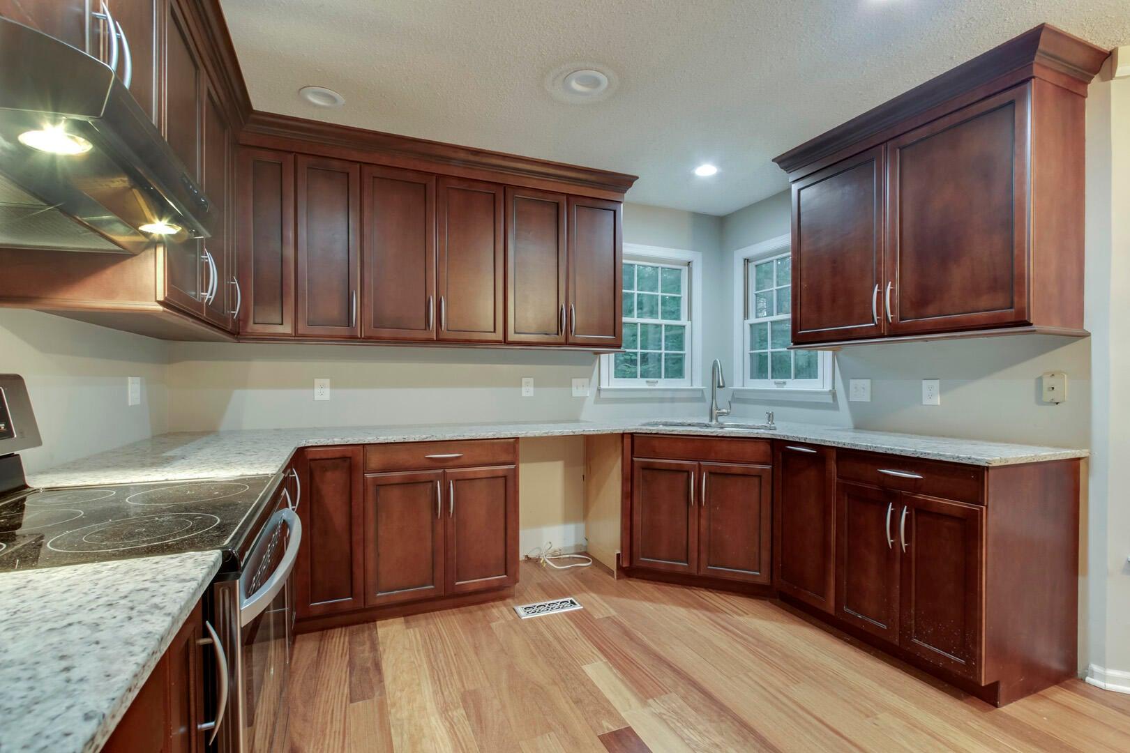 12_NMonticelloDrive_11801_Kitchen02