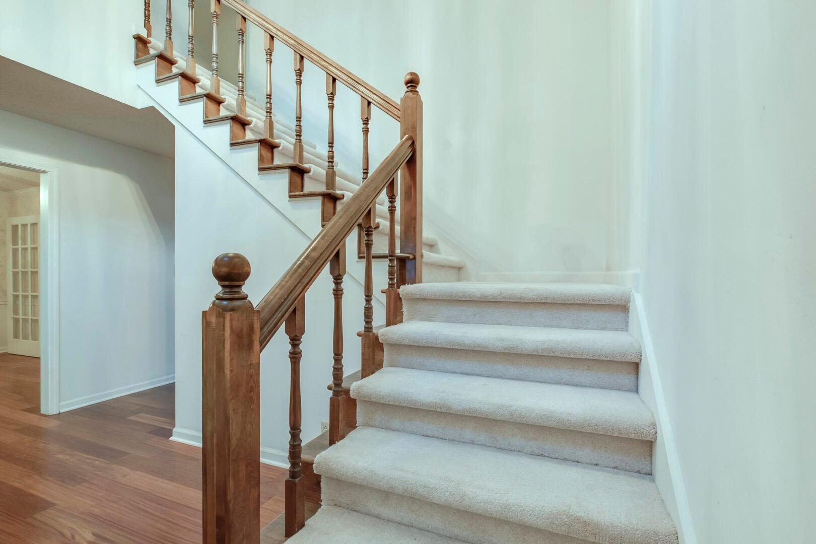 21_NMonticelloDrive_11801_StairsUp