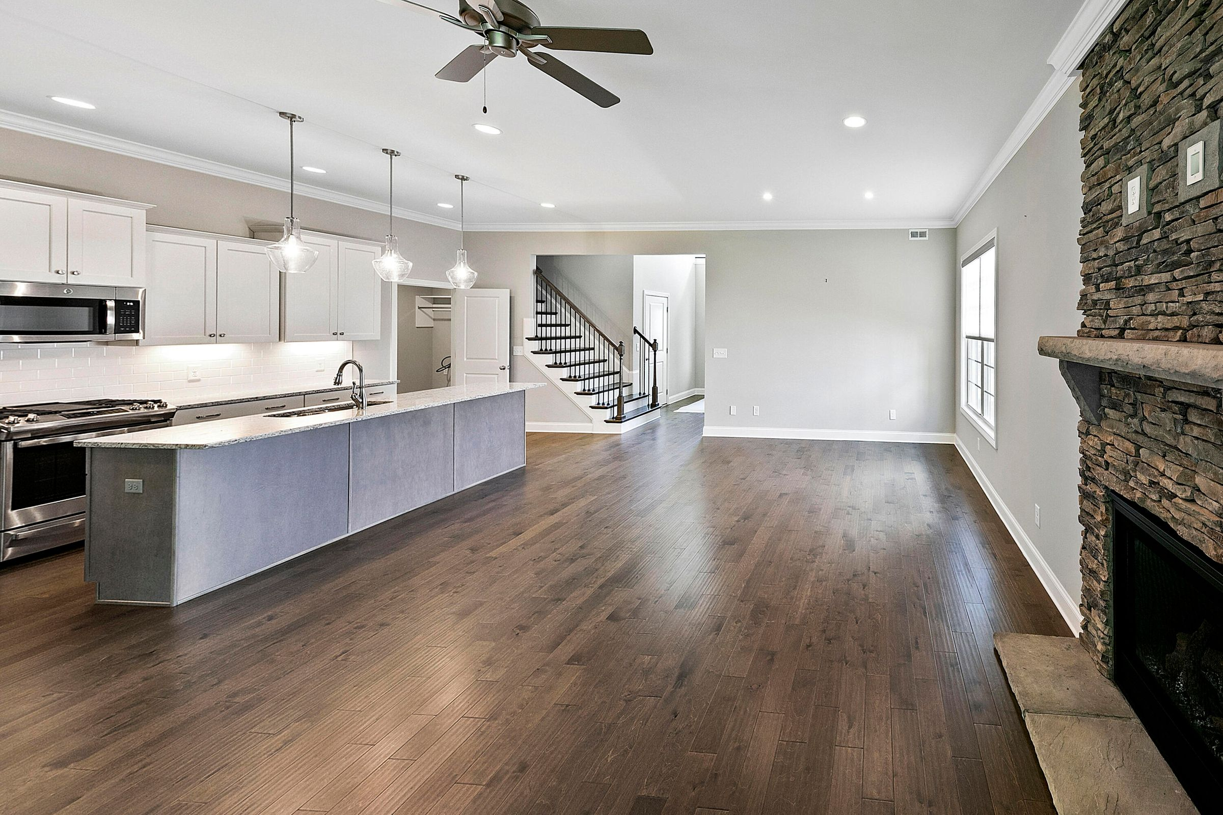 living rm to kitchen