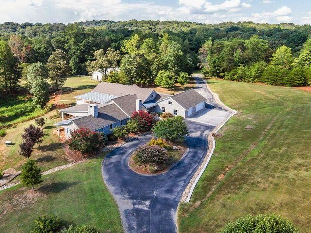 805 Marble Hill Rd, Friendsville, TN 37737