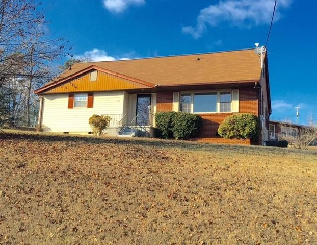 104 Henley Rd, Oak Ridge, TN 37830