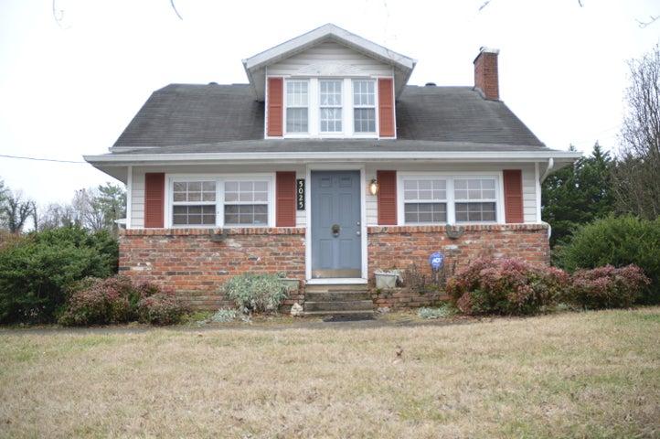 5025 E Inskip Rd, Knoxville, TN 37912